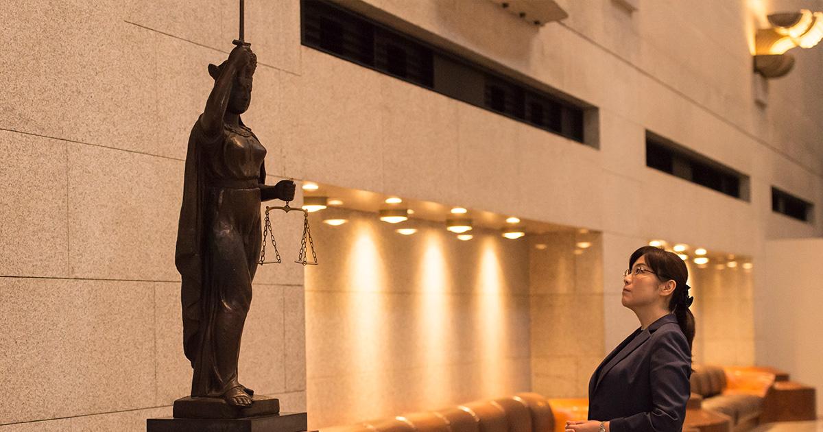 作家・柚月裕子、最高裁判所へ! 最高裁判所訪問ルポ(2) 『あしたの ...